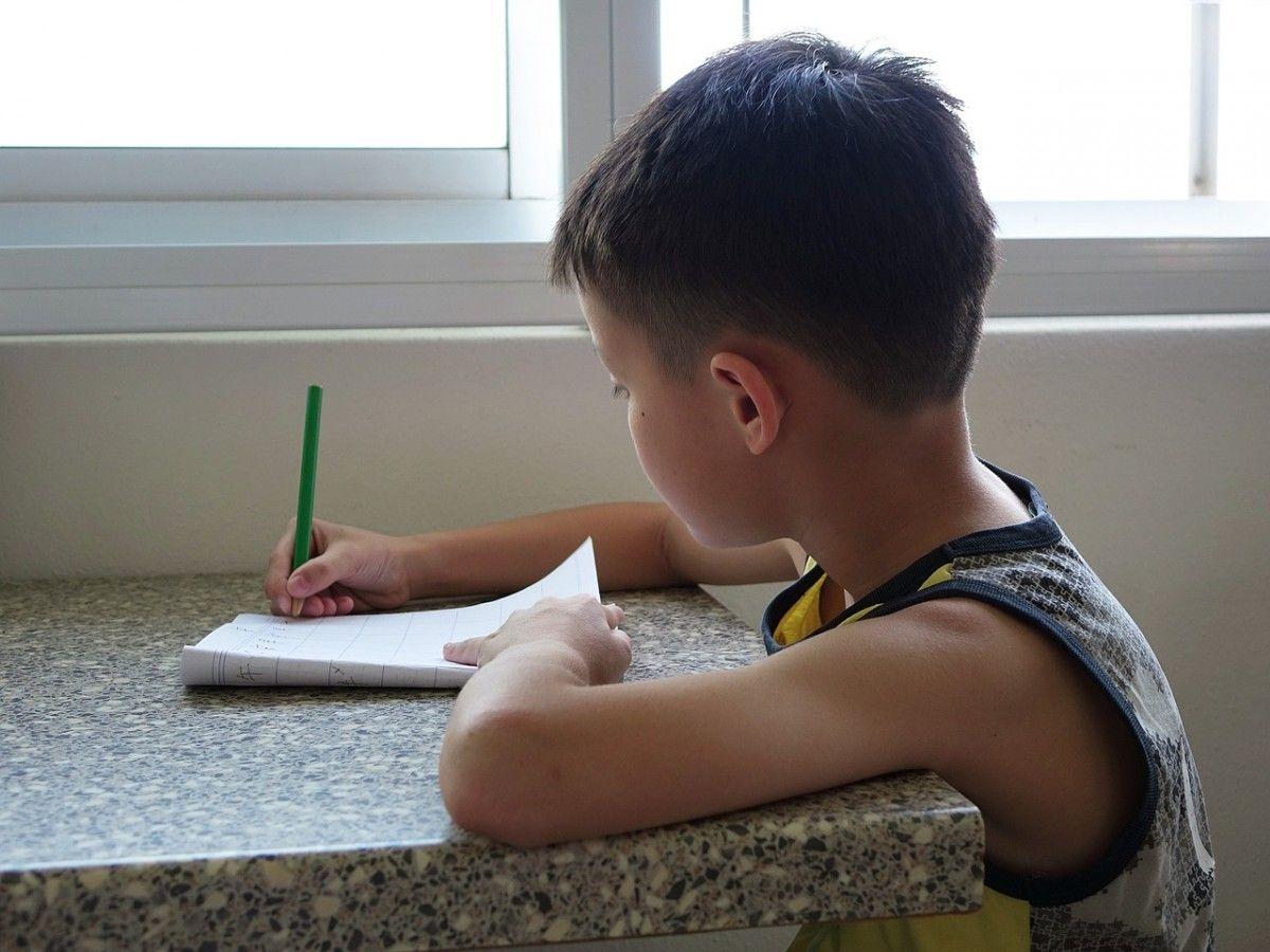 garçon autiste écrit un poème